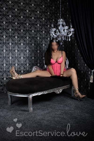 Sexy escort dame Khloé